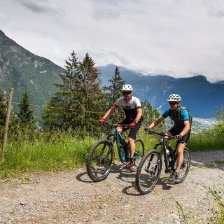 Cyclists on the Trient Valley Tour