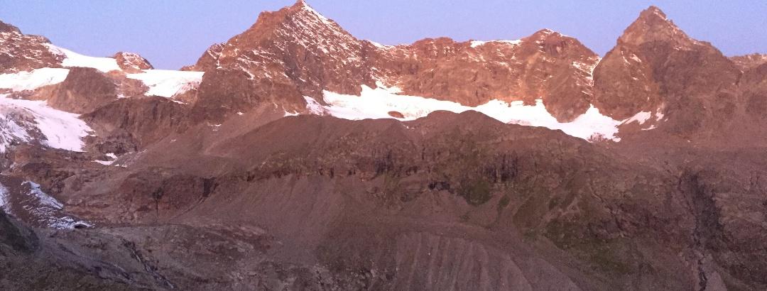 links Silvrettahorn und rechts Schneeglocke und Schattenspitze