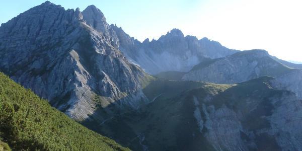 Blick Richtung Westen mit Ampferstein, Marchreisenspitze, Malgrubenscharte und Widderstein