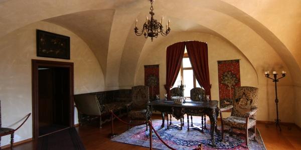 Az ozorai vár egyes helyiségei az Eszterházyak idejét mutatják be