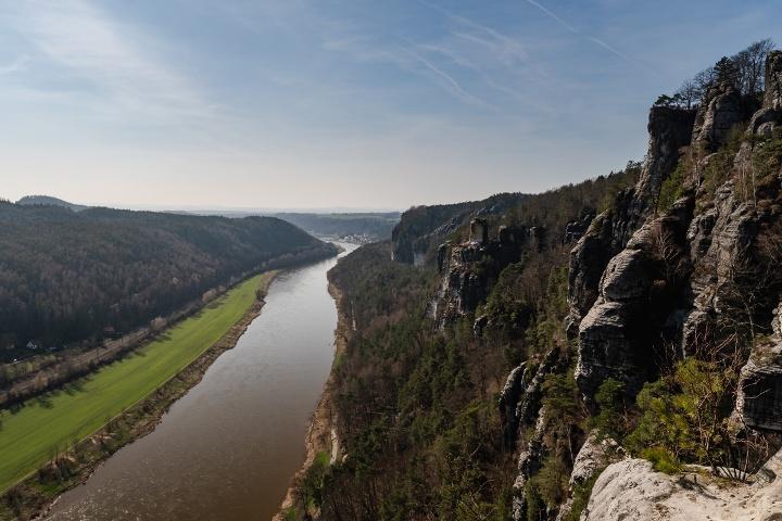 Foto Blick von der Basteibrücke ins Elbtal