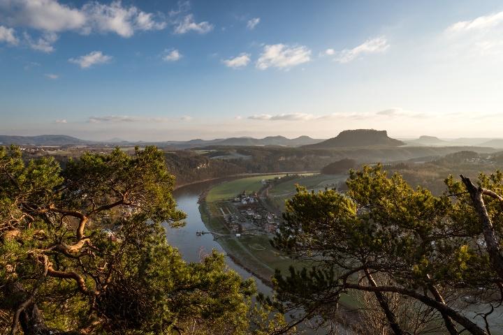 Foto Blick von der Bastei Richtung Kurort Rathen