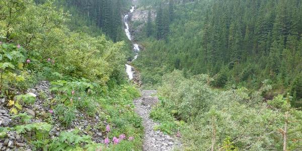 Wasserfälle am Bourgeau Lake Trail.