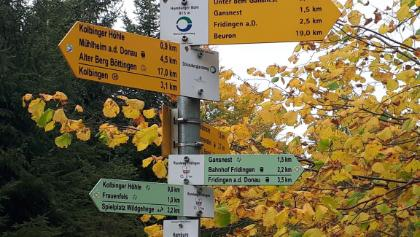 Schilderwald am Donauberglandweg.