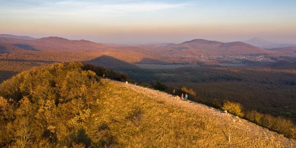 A Kopasz-hegy egy őszi drónfotón