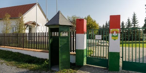 Az apátistvánfalvai Határőr Emlékhely bejárata