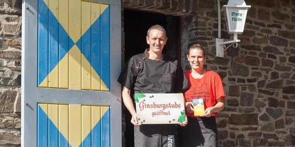Ginsburgstube mit Gastgebern Jörg und Claudia Bülow