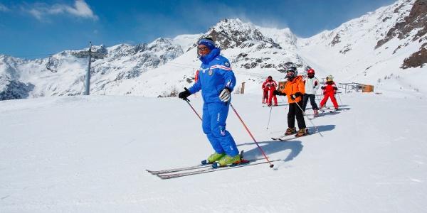 Modernen Aufstiegsanlagen und der qualifizierten Skischule