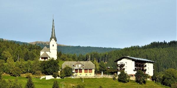 Kirche in Mirng und GH. Gutmann in idyllischer Lage