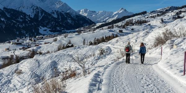 Winterwanderweg in Richtung Davos Munts