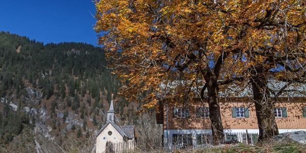 Kapelle und Forsthaus in Vorderriß