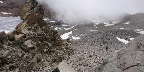 Leichtes Blockgelände im unteren Gipfelaufbau