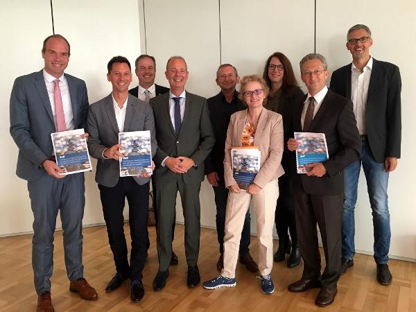 Stellen gemeinsam die neue Tourismusstrategie 2019+ vor (v.l.):