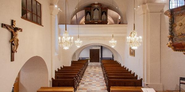 Pfarrkirche Puch mit Blick zur Orgel | Orgelwandern