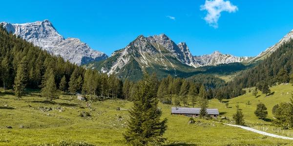 Durch das Zalimtal geht es bergwärts Richtung Oberzalimhütte.