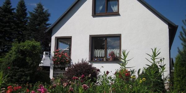 Außenansicht Ferienhaus mit Panoramablick in Schönheide