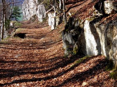 «Felsentor» im Süd-Abstieg vom Raimeux