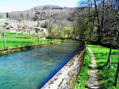 entlang Wasserfassung bei Frinvillier