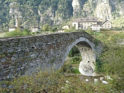 Giornico: Brücken über Ticino