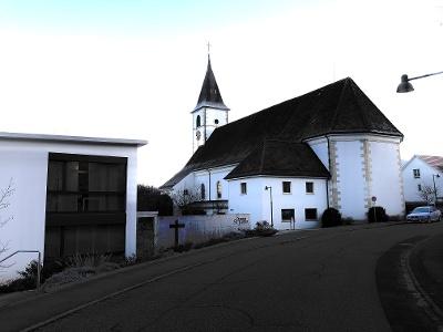 Aesch: Kirche in der Morgendämmerung