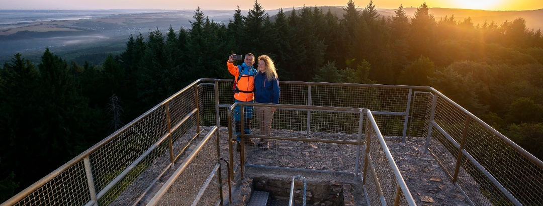 Herrliche Aussicht von der Burgruine Koppenstein auf den Soonwald