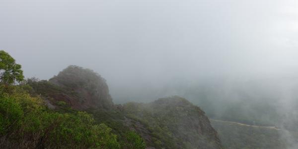 Aufziehende Wolken auf Mount Beerwah