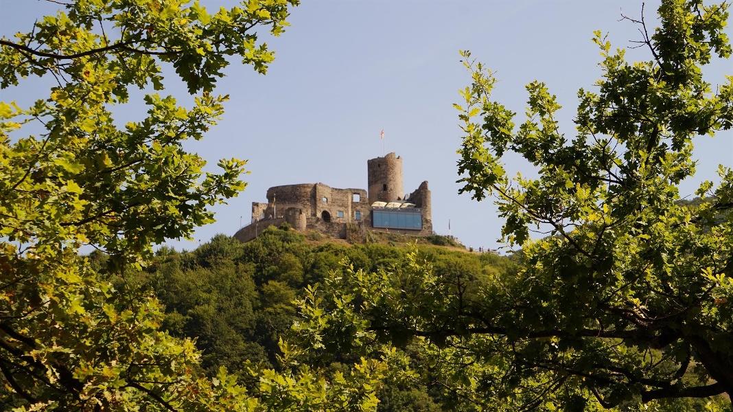 Foto: Burg Landshut hoch über Bernkastel-Kues