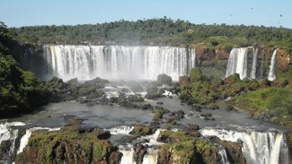 Die Iguazu-Wasserfälle markieren die Grenze zwischen Brasilien und Argentinien.