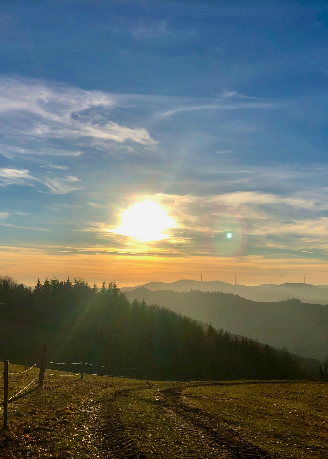 Sonnenuntergang auf dem Weg zum Mühlstein