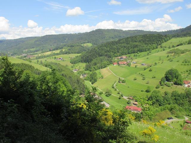 Schöne Ausblicke ins Tal
