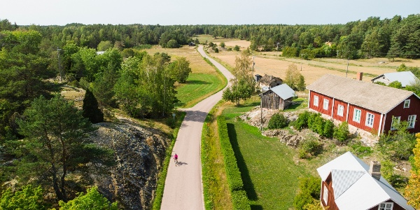 Cycling along the Archipelago Trail