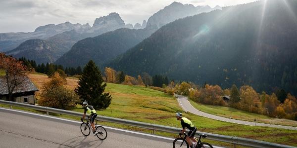salita con vista sulle Dolomiti di Brenta