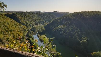 Wandern auf der Lahnfacette Küppeltour - Blick vom Gabelstein bei Cramberg auf die Lahn