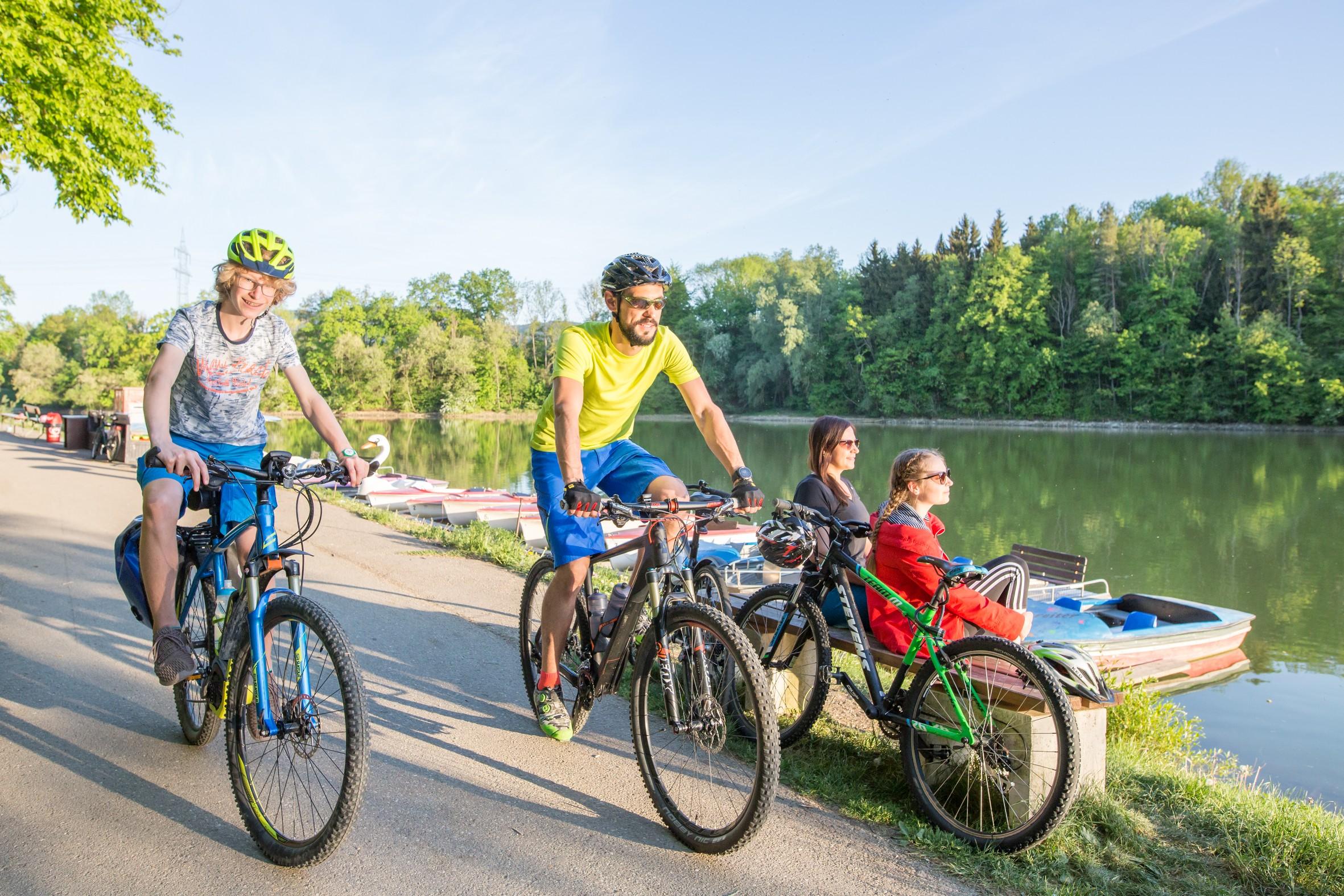Radfahrer am Stausee Schömberg