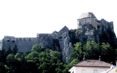 Blick auf das Schloss Joux