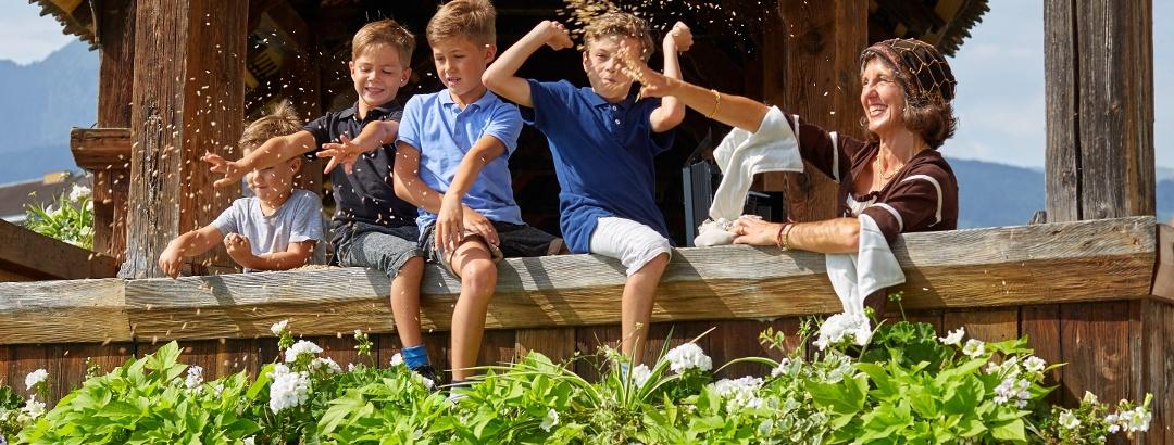 Kinder am Spielen auf der Kapellbrücke Luzern