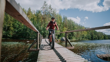 Fatbike fahren im Isojärvi Nationalpark.