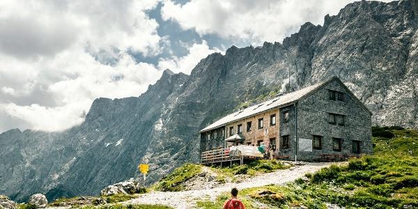 Die Lamsenjochhütte im Karwendel