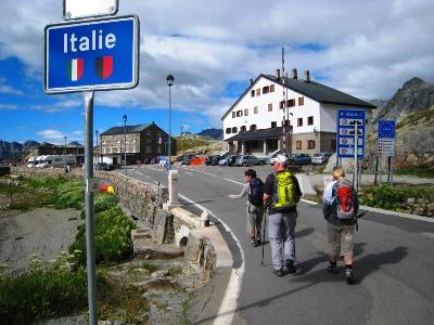 Grenzübertritt auf dem Col du Gd St-Bernard