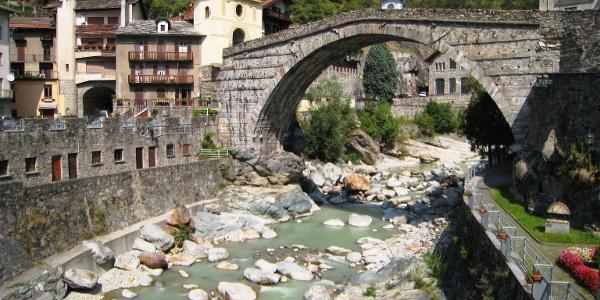 römische Brücke in Pont-Saint-Martin