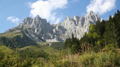 Die mächtigen Felswände auf der Ostseite des Wilden Kaisers
