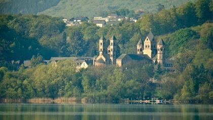 Blick auf die Abtei Maria Laach