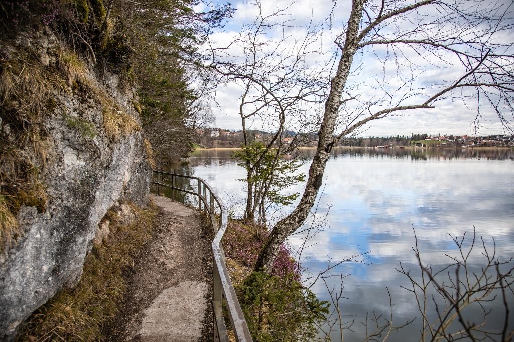 Rundwanderweg um den Weißensee - @ Autor: Julian Knacker - © Quelle: Pfronten Tourismus