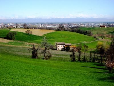 Blick zurück auf Fidenza und Alpen