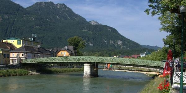 Kaiserin-Elisabeth-Brücke und Katrin im Hintergrund