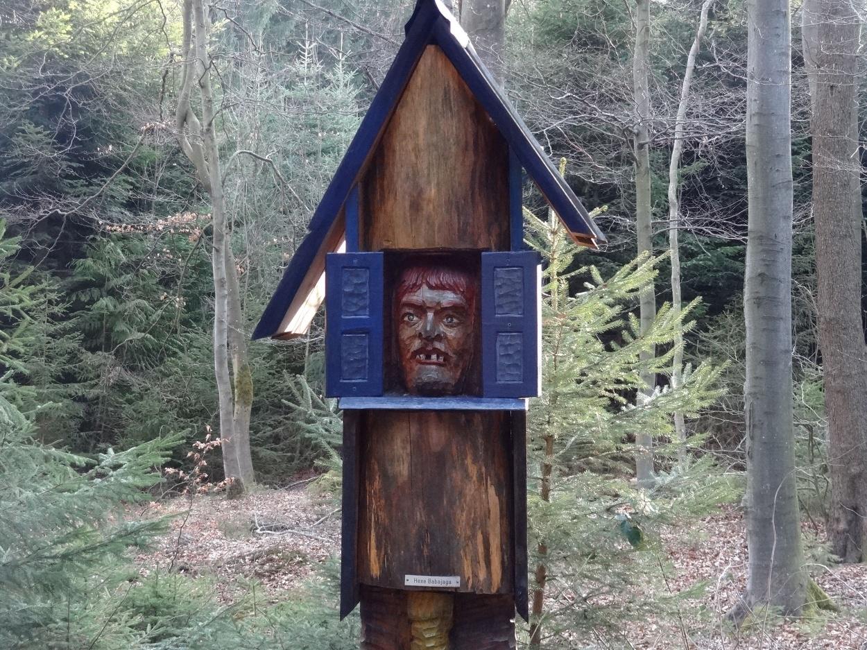 Hexe Babajaga am Waldgeisterweg