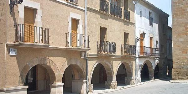 Linyola - Porches sur la place de l'Eglise