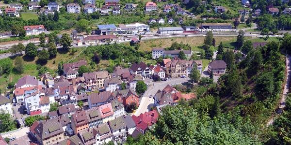 Blick vom Schlossberg auf den Bahnhof