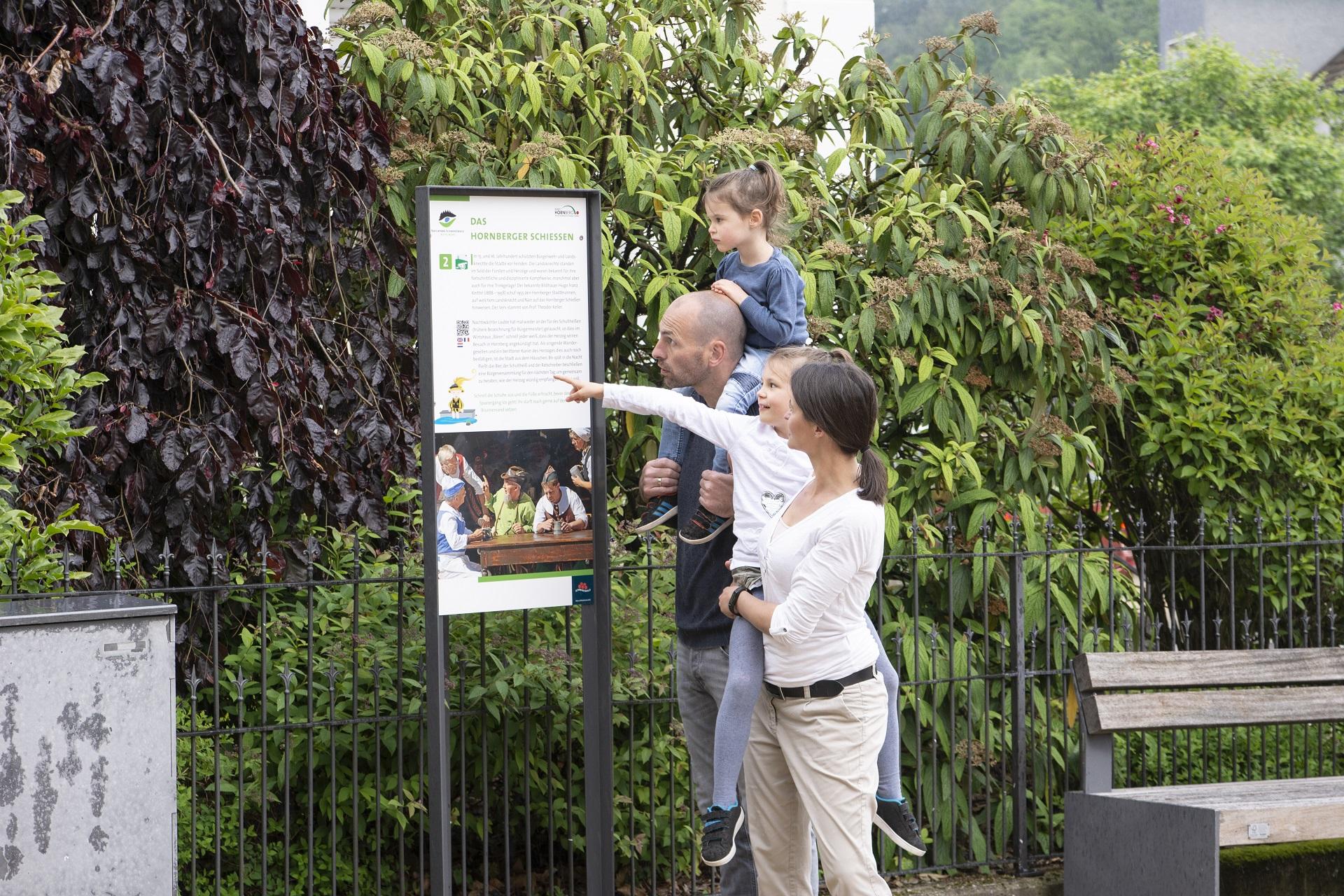 Familie auf dem Hornberger-Schießen-Weg
