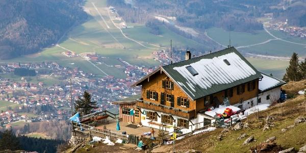 Schöner Blick vom Hochgernhaus ins Tal.